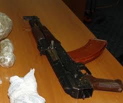 Обвинителен акт за татко и син заради дрога и оружје