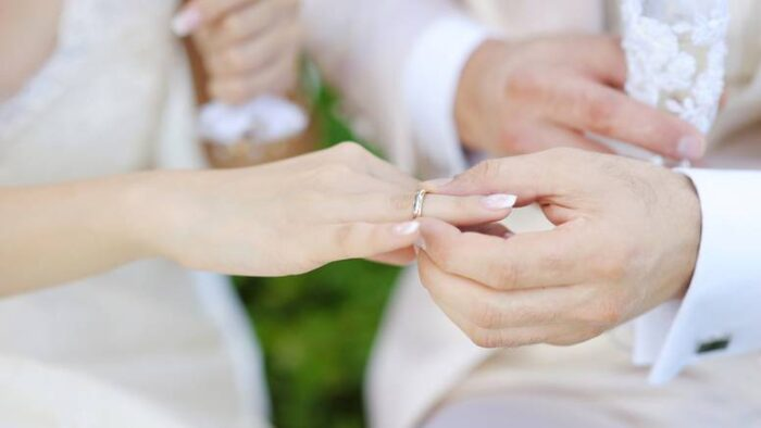 Венчален прстен: На која рака се носи во Европа?