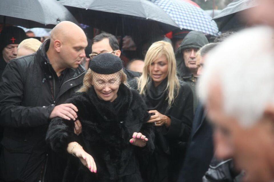 По загинувањето на Шабан е принудена да го менува животот: Сопругата на Шаулиќ го напушта семејниот дом (ФОТО)