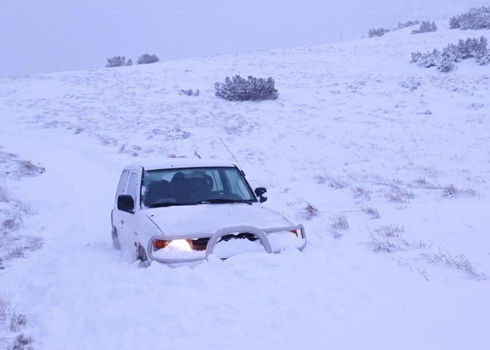ВИДЕО: Црвен метеоаларм во Хрватска – автомобилите завеани, снежна бура на крабрежјето
