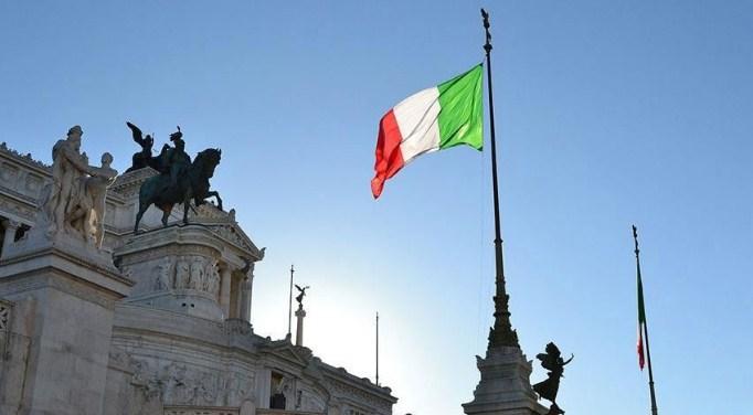 Илјадници Италијанци бараат продолжување на забраната за отпуштања од работа