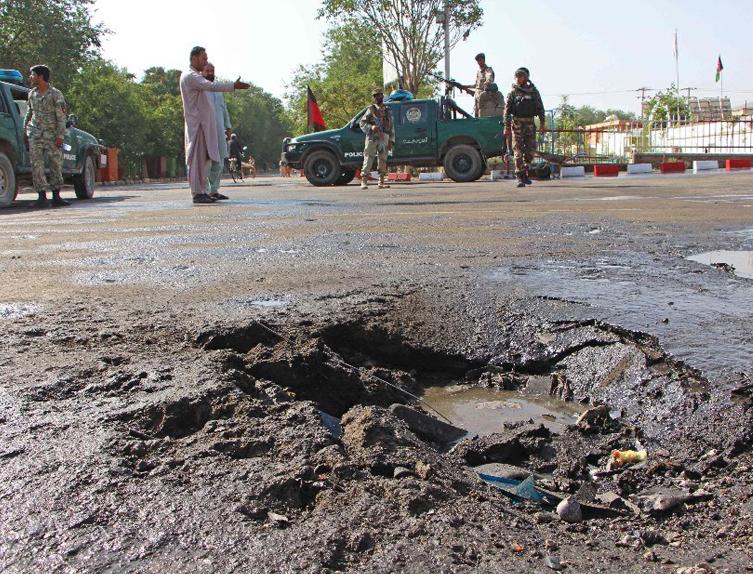 Најмалку четворица загинати во серија експлозии во Кабул