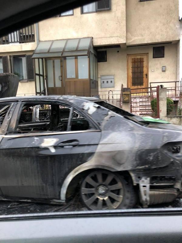 Целосно опожарени две возила во Порта Влае