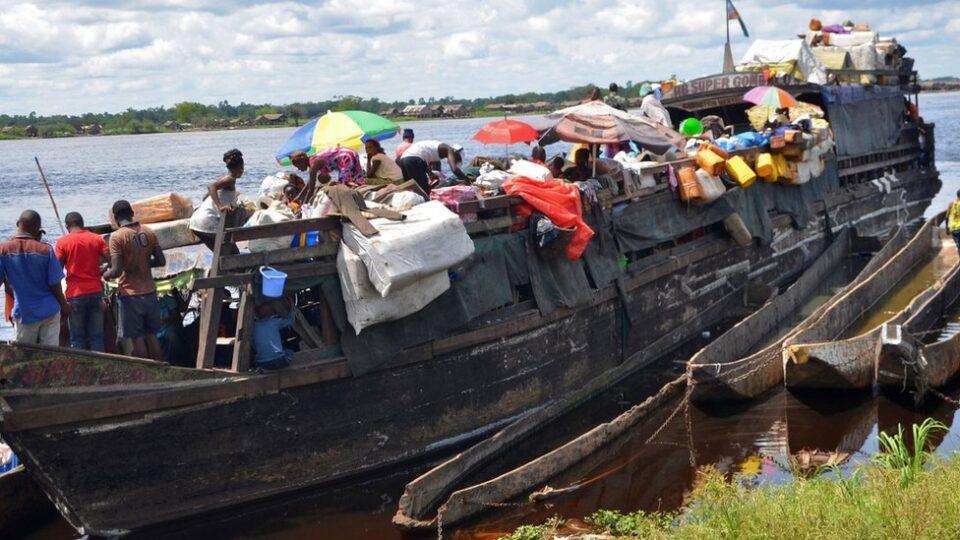 Конго: Се преврте чамец, загинаа повеќе од 30 луѓе