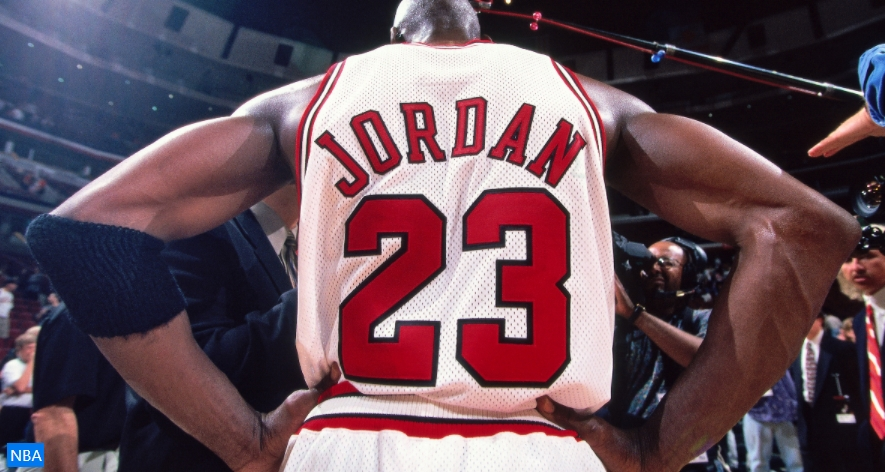 Легендарниот дрес на Мајкл Џордан продаден за 320.000 долари