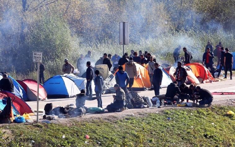 Околу 900 мигранти во БиХ Новата година ќе ја дочекаат на ливада