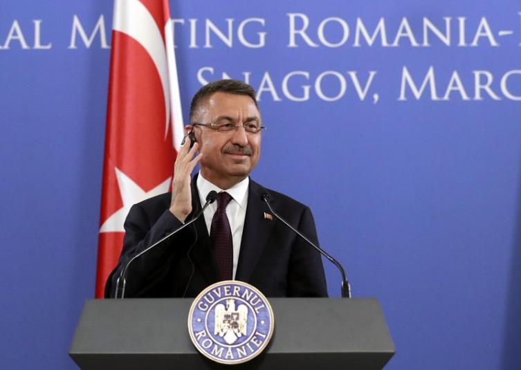 На турскиот потпретседател му се слоши за време на говор кој се пренесуваше во живо (ВИДЕО)