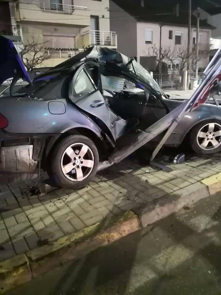 ФОТО: Тешка сообраќајка во Струмица – пожарникари го ваделе од згмечениот автомобил