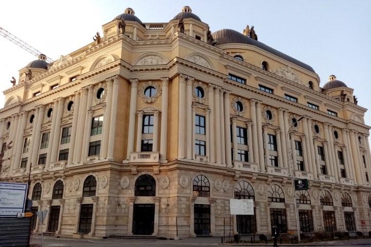 Вечер: Владата купи нова зграда, прв ќе се всели Артан Груби!