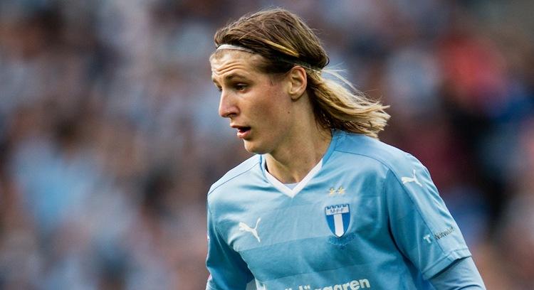 Земал 30.000 евра за намерно да добие жолт картон: Познат фудбалер обвинет за местење натпревари