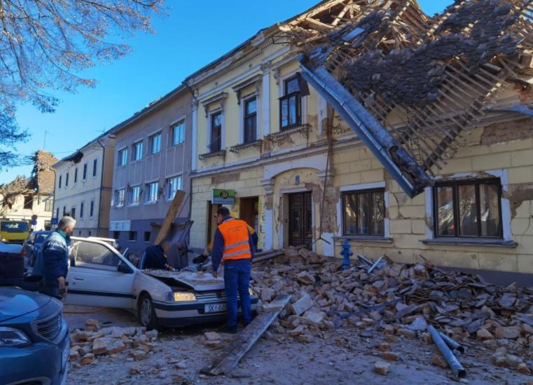 Сателитски снимки за катастрофата во Петриња: Земјата се спуштила за повеќе од 10 сантиметри