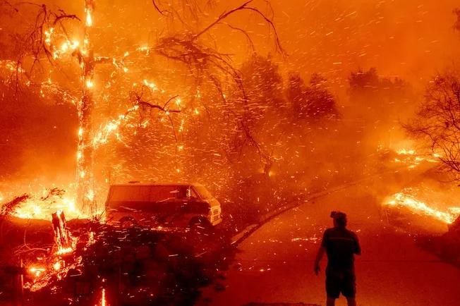 Во Калифорнија поради шумски пожар евакуирани 7.000 луѓе