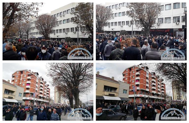 Браќа по труд и мака, Македонци, Турци, Албанци, Босанци…. во Прилеп се кренаа против понижувањата на власта (ФОТО+ВИДЕО)