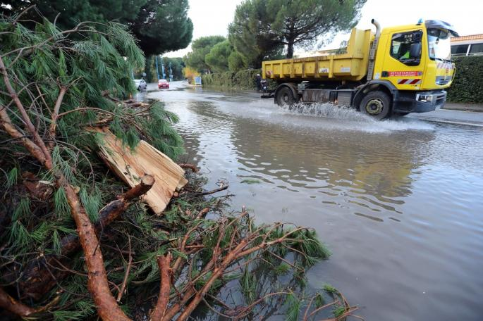 Во Херцеговина се излеаја реки, загрозени семејни куќи