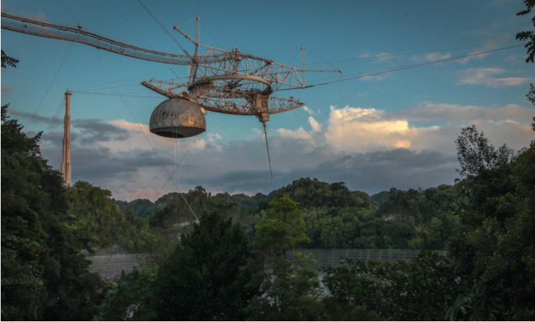 Во Порторико се урна голем радио телескоп