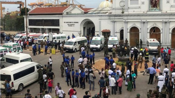Околу 75.000 луѓе евакуирани на Шри Ланка поради циклон