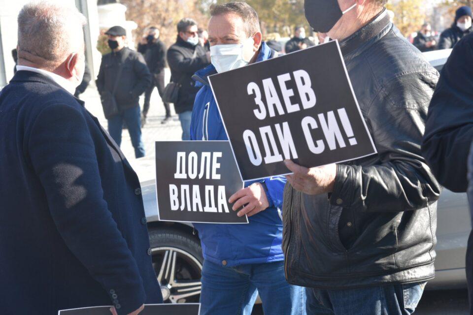 Трајаноски: Народот нема да дозволи разнебитување на Република Македонија, оставка веднаш