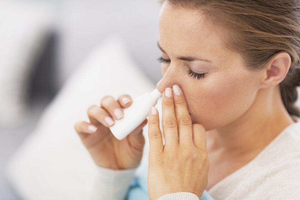 Научниците развиваат спреј за нос против КОВИД-19