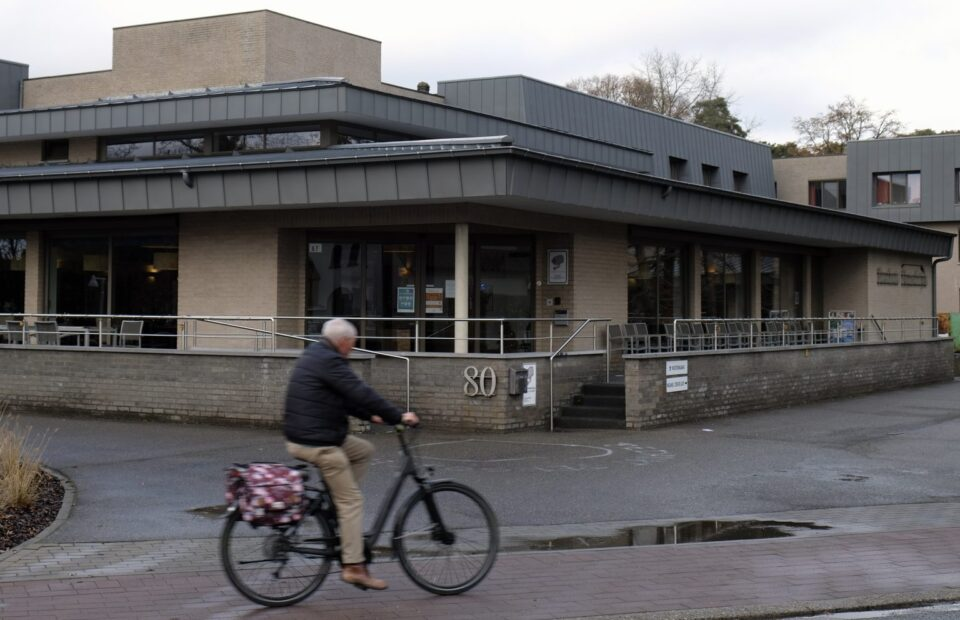 Дедо Мраз во старечки дом во Белгија донесе коронавирус – 26 лица починаа
