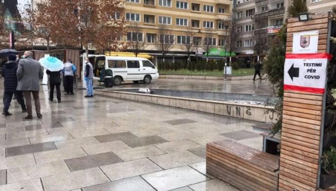Тестирање за Ковид-19 на приштинскиот плоштад