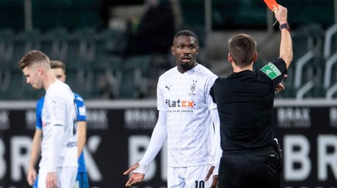 Плукањето противнички играч ќе го чини Турам 40 илјади евра и суспензија на шест натпревари
