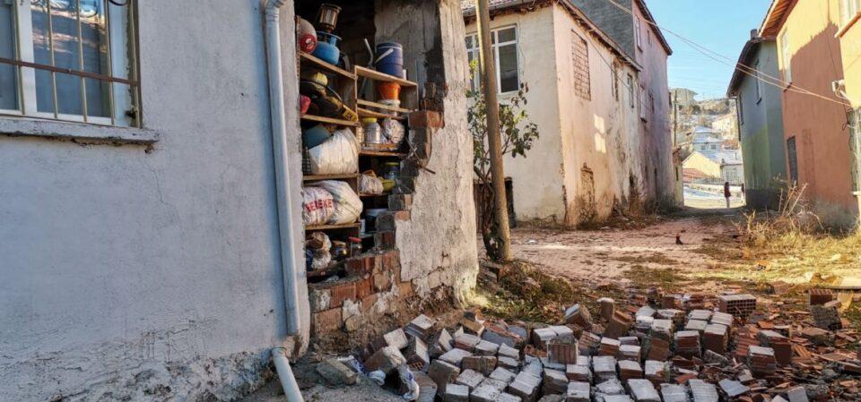 ФОТО+ВИДЕО: Погледнете каква е ситуацијата во Турција по силниот земјотрес