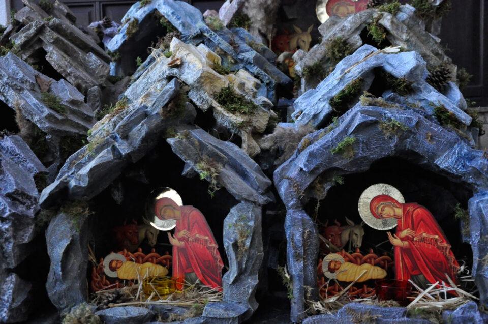 Божиќните пештери изработени од Раичкото сестринство внесуваат божиќна атмосфера во многу домови