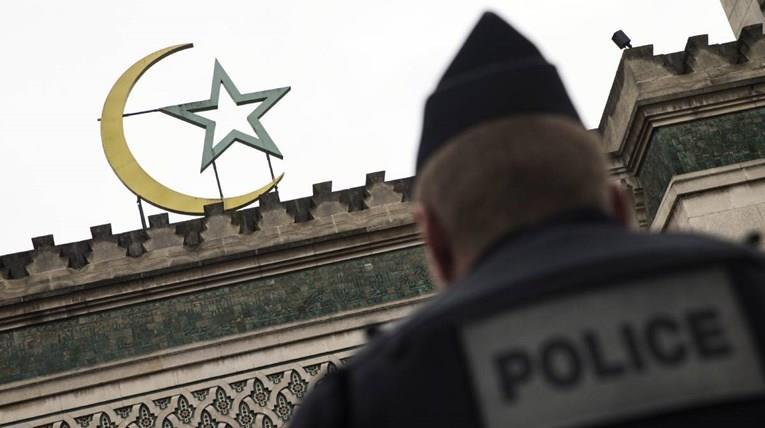 Француски специјалци проверуваат 76 џамии, некои ќе бидат затворени поради екстремизам