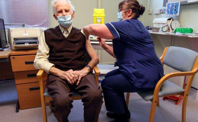 Во Британија вакцинирани речиси 140.000 луѓе со првата доза од вакцината против Ковид-19