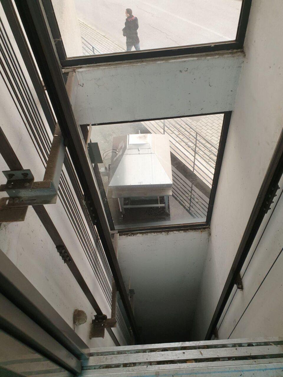 """Како во хорор филм: Отворен лифт среде Скопје, граѓаните без никакво предупредување во катната гаража """"Смилевски конгрес"""" (ФОТО)"""