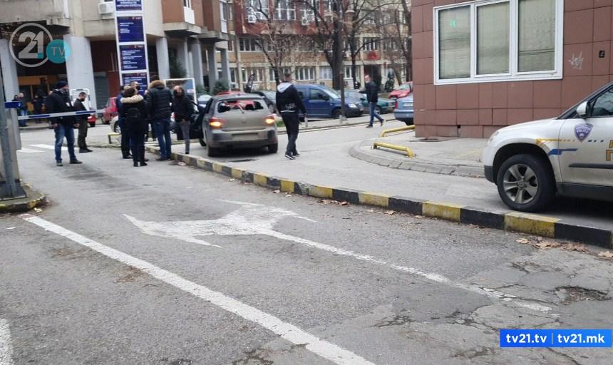 """Пукање пред болницата """"Св. Климент Охридски"""" во центарот на Скопје (ФОТО+ВИДЕО)"""