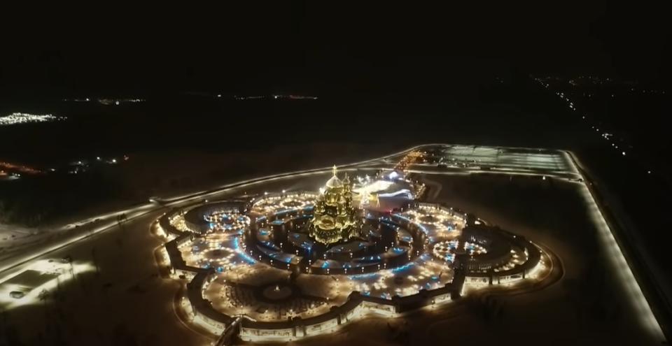 Величенствена сцена: Погледнете како блесна главниот храм на руската војска за Божиќ