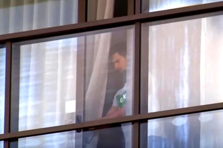 """Ѓоковиќ """"уловен"""" за време на карантинот во раскошната хотелска соба во Австралија – погледнете што прави најдобриот тенисер на светот"""