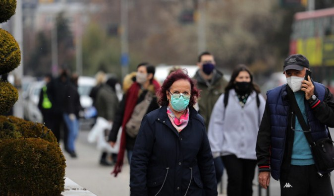 Во оваа балканска земја денеска се укина мерката за задолжително носење маски на отворено