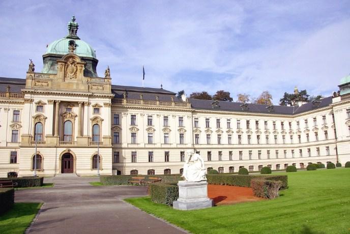 Чешка ја продолжи мерката за затворање на државата, рекорден број новозаразени