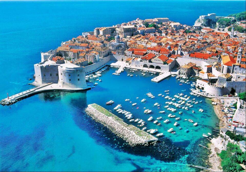 Дубровник годинава очекува над 600.000 туристи и354 крузери