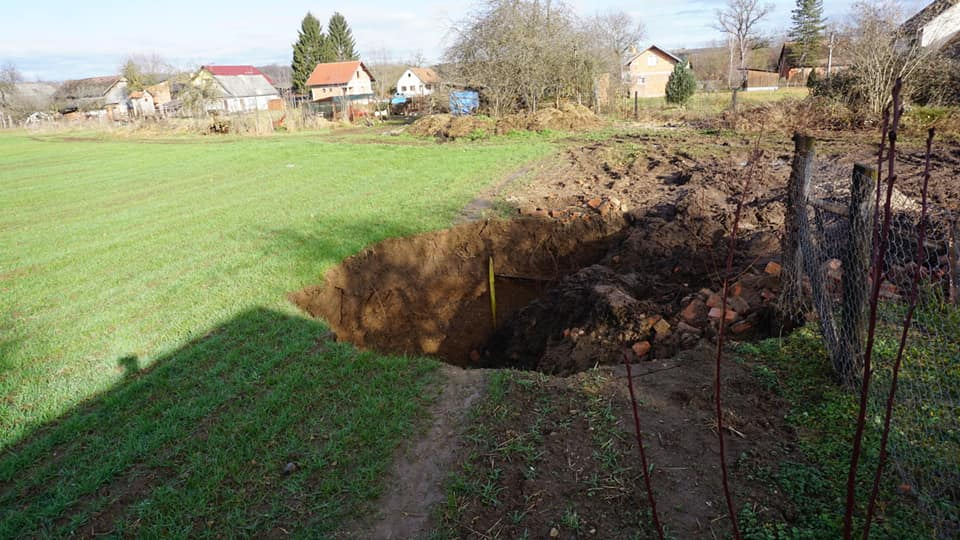 Дупките по земјотресите околу Петриње се досега невиден феномен