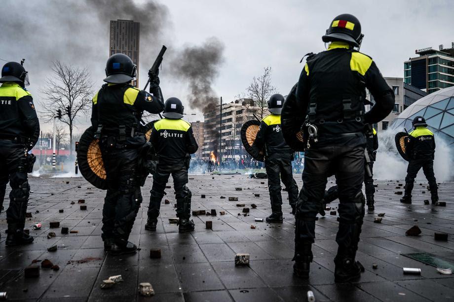 Во Европа се зголемува незадоволството поради рестриктивните мерки