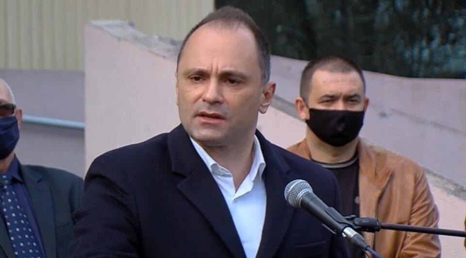 Филипче и покрај ветувањата, вчерашниот настан за примопредавање на вакцини го исполитизира за политички поени