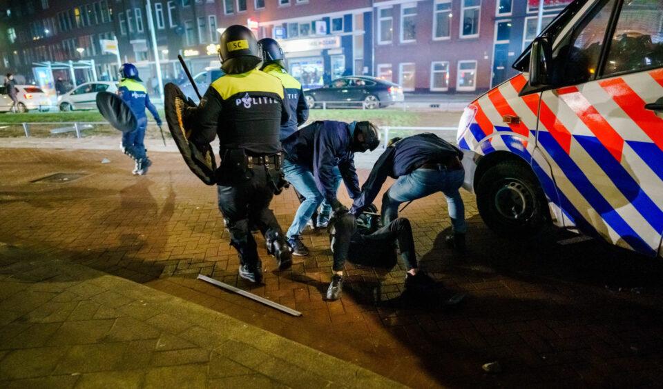 Најмалку 70 уапсени во немири во Холандија