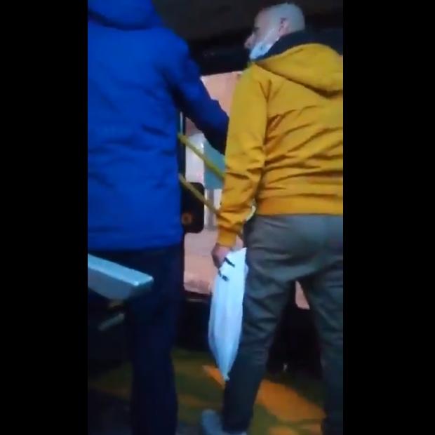 МВР постапува по случајот во кој две лица се закануваат во автобус на ЈСП