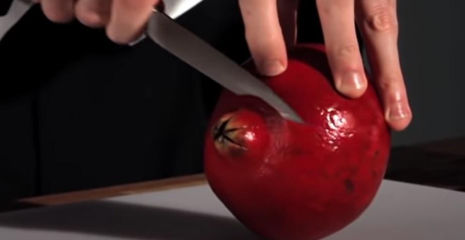 Корисен трик: Како да исчистите калинка без да направите неред во кујната? (ВИДЕО)
