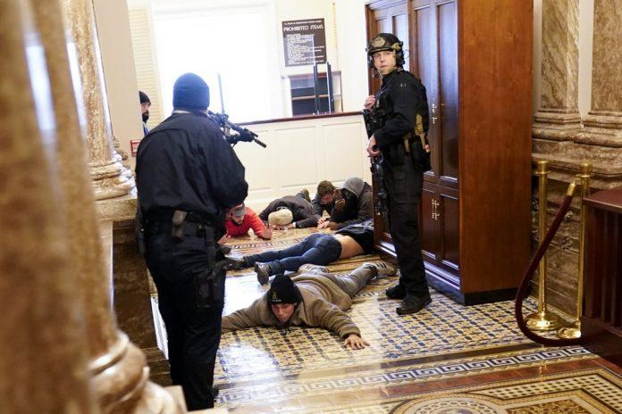 Во САД апсења на функционери, музичари и резервисти пред инаугурацијата на Бајден