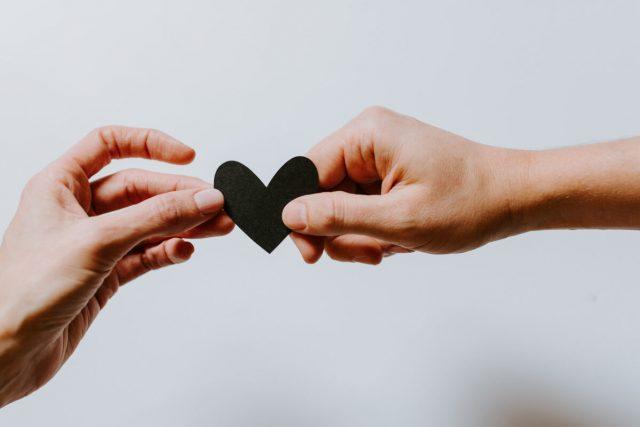 """10 вредни љубовни совети: Не ја барајте вашата """"друга половина""""…"""