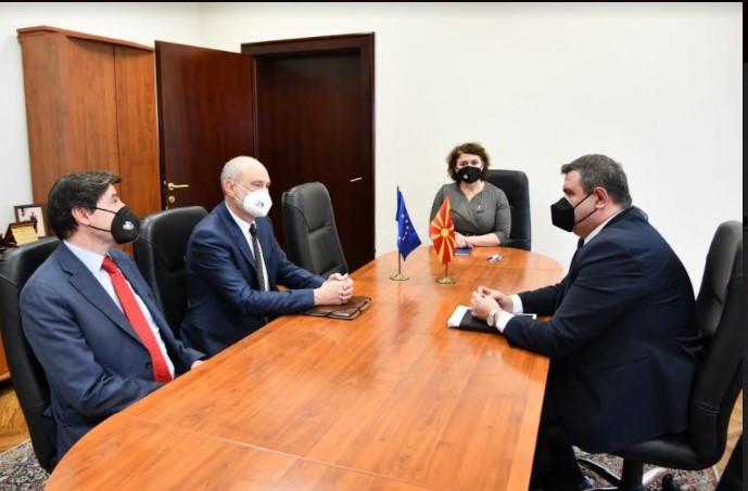 Мицевски оствари средба со Гир: Претставникот на ЕУ информиран за предизвиците и проблемите со кои Македонија се соочува поради лошото владеење на оваа власт