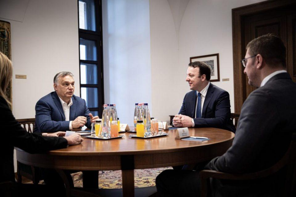 Мицкоски за средбите со Орбан и Јанша: Или ќе се задушиме во меѓусебни обвинувања или ќе тропнеме на вратите за поддршка