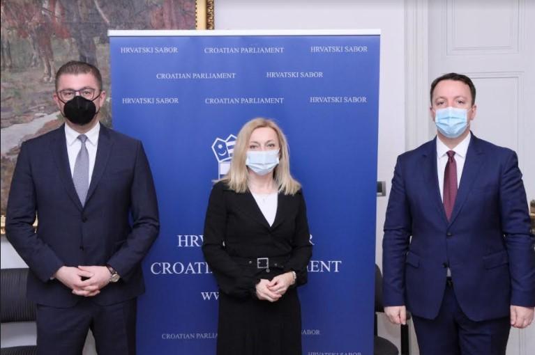 Мицкоски на средбата со Петир: Владата на Заев покажа дека не умее да затвара прашања во полза на земјата, туку отвора проблеми и спорови кои ја одведоа земјава во ќорсокак