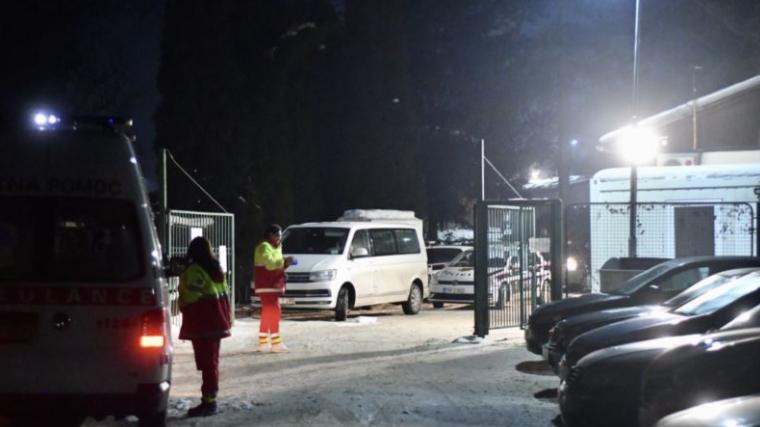 Најмалку двајца полицајци и еден вработен се повредени во синоќешниот инцидент во мигрантскиот камп во близина на Сараево