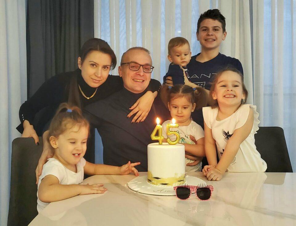 Милошоски со сопругата и 5-те деца го прослави роденденот: Цело е кога има се` (ФОТО)