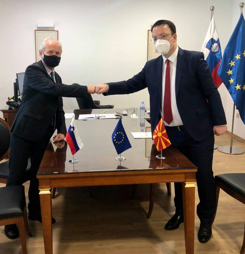 Потпретседателот на ВМРО-ДПМНЕ Николоски на средба со словенскиот амбасадор во земјава (ФОТО)